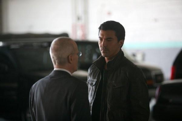 Zeljko Ivanek e Ian Anthony Dale nell'episodio To Keep Us Safe di The Event