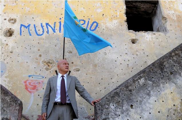Claudio Bisio in un'immagine del film Benvenuti al Sud (2009)
