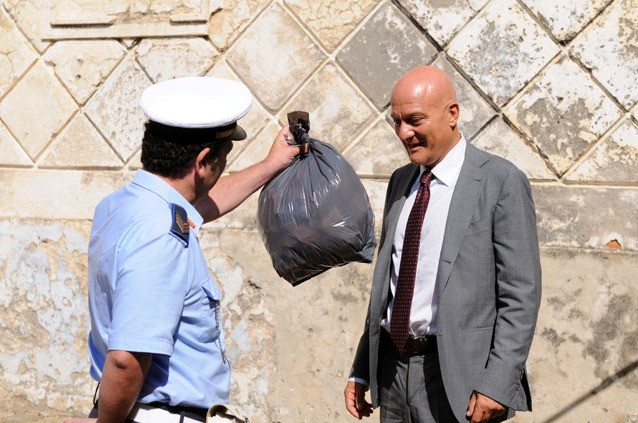 Claudio Bisio in una sequenza del film Benvenuti al Sud (2009)