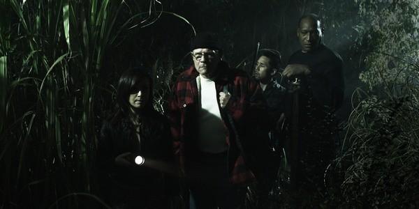 Danielle Harris, Tony Todd e Parry Shen in un'immagine dell'horror Hatchet 2