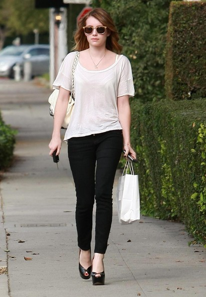 Emma Roberts appena uscita dal parrucchiere a Beverly Hills