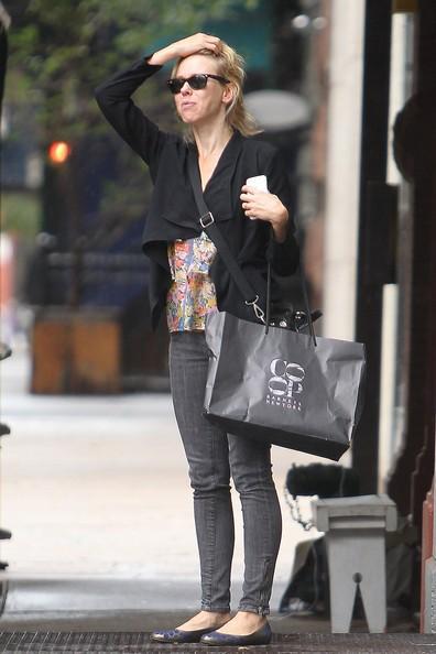 Naomi Watts fa shopping da Barneys con un amico nell'East Village