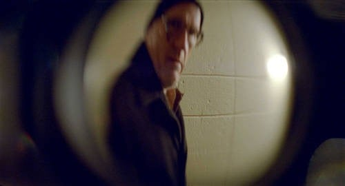 Richard Jenkins in un'immagine distorta tratta dal film Let Me In