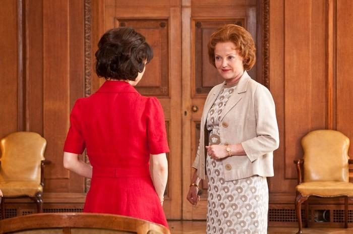 Sally Hawkins, di spalle, con Miranda Richardson nel film We Want Sex