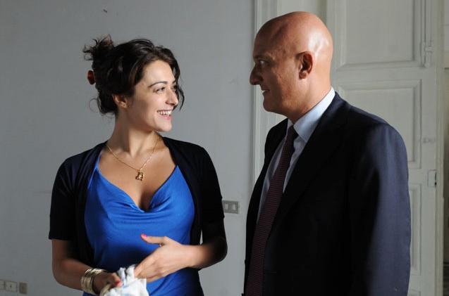 Valentina Lodovini e Claudio Bisio nel film Benvenuti al Sud (2009)