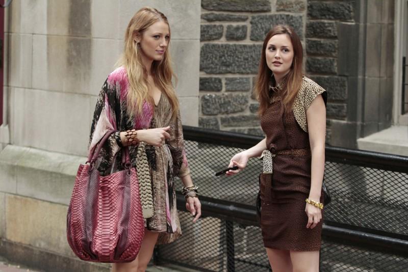 Blake Lively e Leighton Meester in una scena dell'episodio The Undergraduates di Gossip Girl