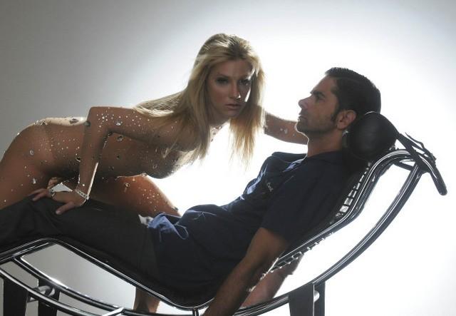 Heather Morris e John Stamos nell'episodio Britney/Brittany di Glee