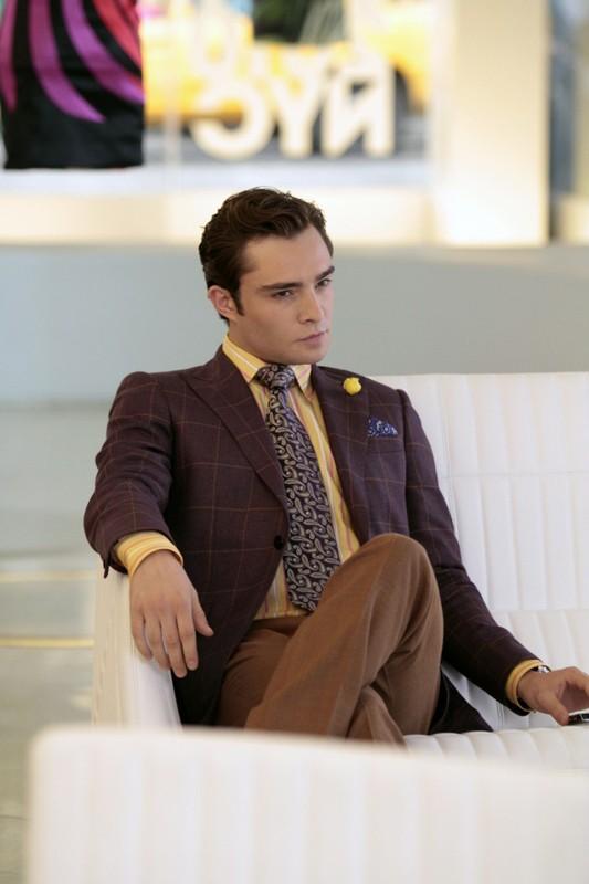 Un pensieroso Chuck (Ed Westwick) nell'episodio The Undergraduates di Gossip Girl