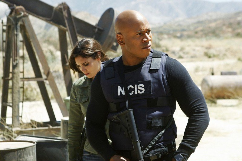 Daniela Ruah al fianco di LL Cool J nell'episodio Borderline di NCIS: Los Angeles