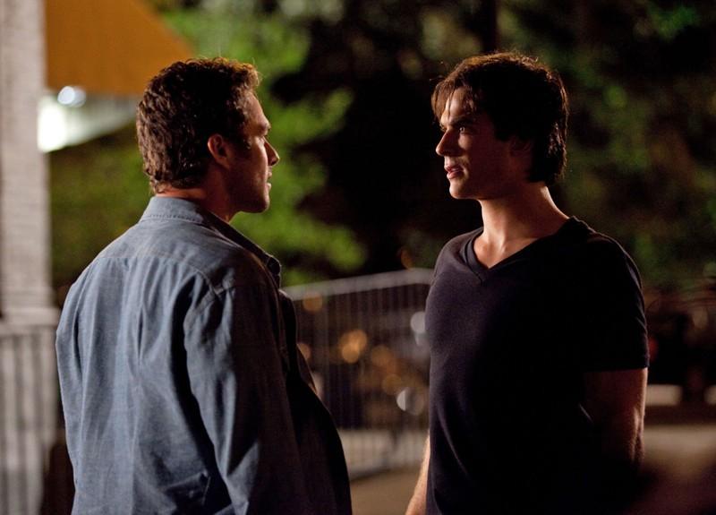 Taylor Kinney faccia a faccia con Ian Somerhalder nell'episodio Memory Lane di Vampire Diaries