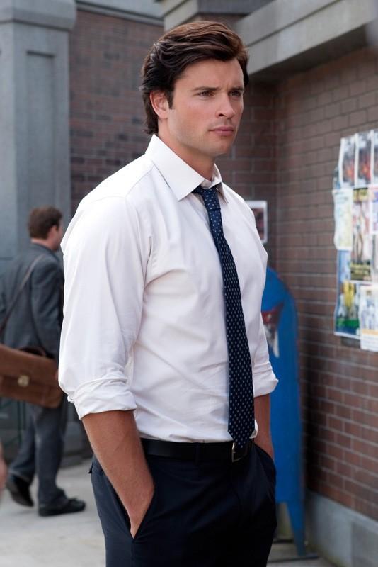 Clark Kent (Tom Welling) in una scena dell'episodio Supergirl di Smallville