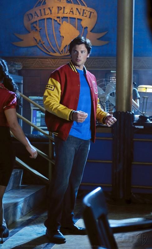 Clark (Tom Welling) al Daily Planet nell'episodio Homecoming di Smallville