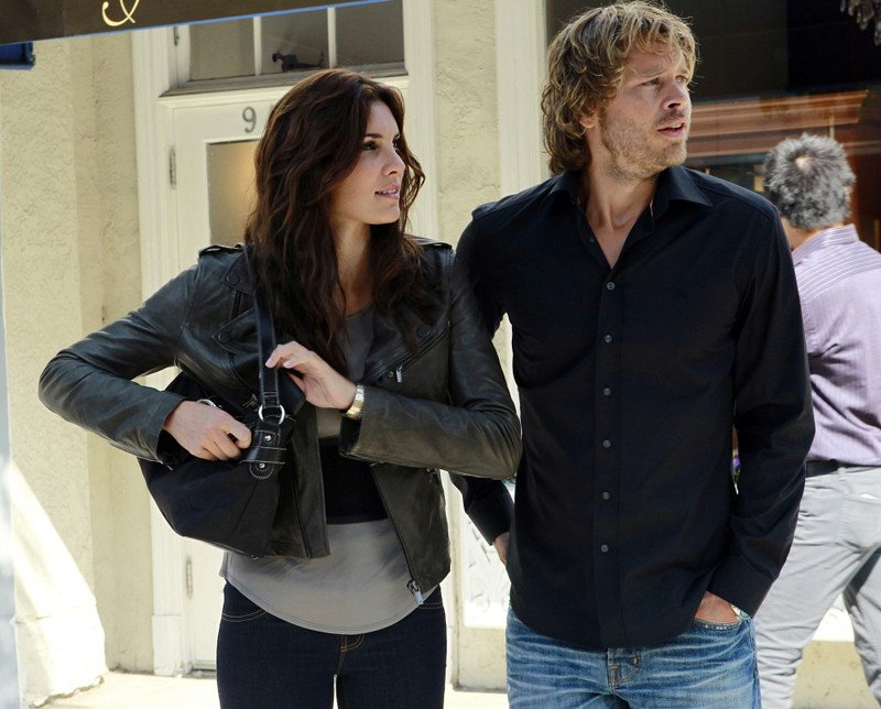 Daniela Ruah ed Eric Christian Olsen in missione nell'episodio Special Delivery di NCIS: Los Angeles