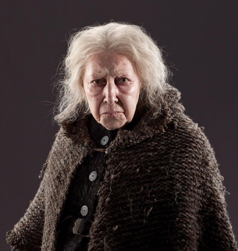 Hazel Douglas è Bathilda Bagshot in una foto promo per il film I Doni della Morte - parte 1