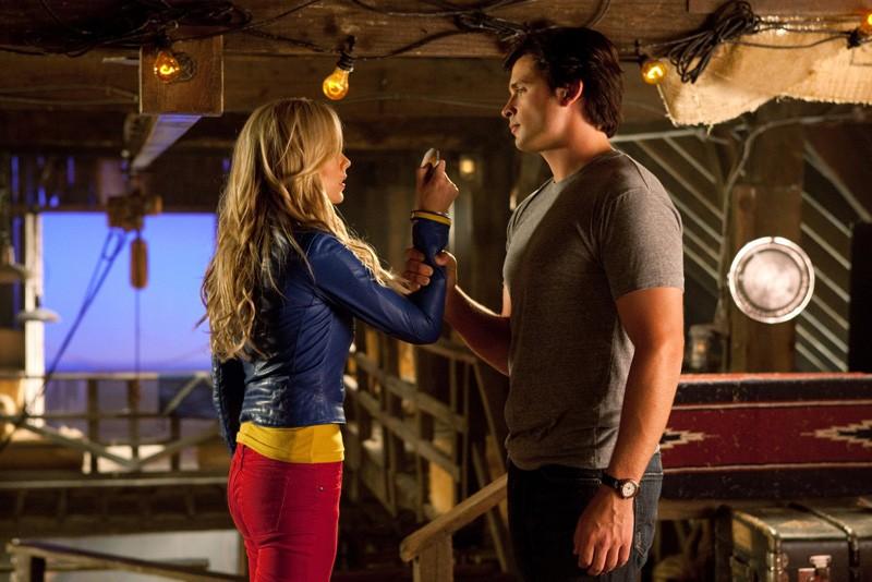 Laura Vandervoort faccia a faccia con Tom Welling nella puntata Supergirl di Smallville