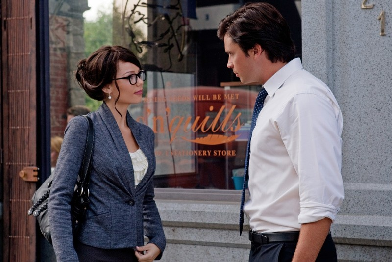 Laura Vandervoort in versione bruna, assieme a Tom Welling nell'episodio Supergirl di Smallville