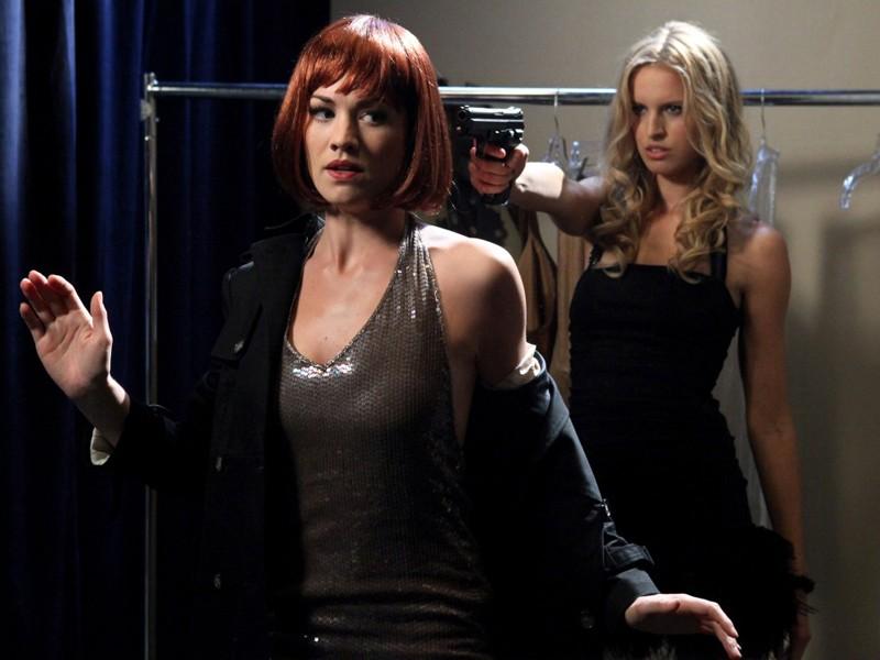 Sofia Stepanova (Karolina Kurkova) contro Sarah (Yvonne Strahovski) nell'episodio Chuck Versus the Suitcase