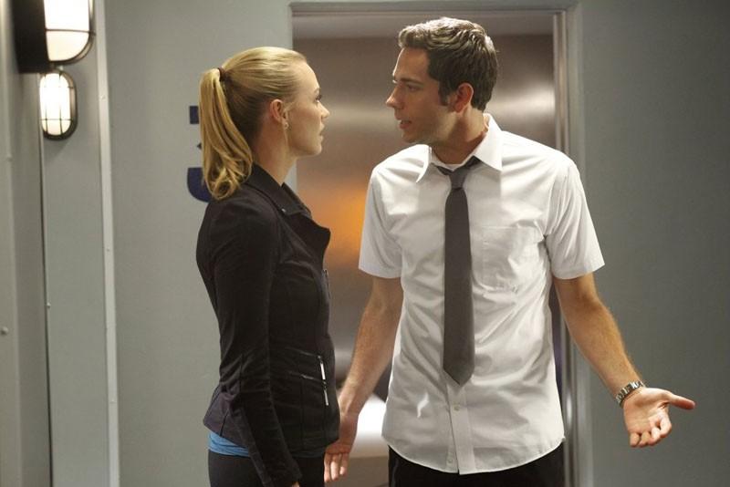 Yvonne Strahovski e Zachary Levi in una scena dell'episodio Chuck Versus the Cubic Z