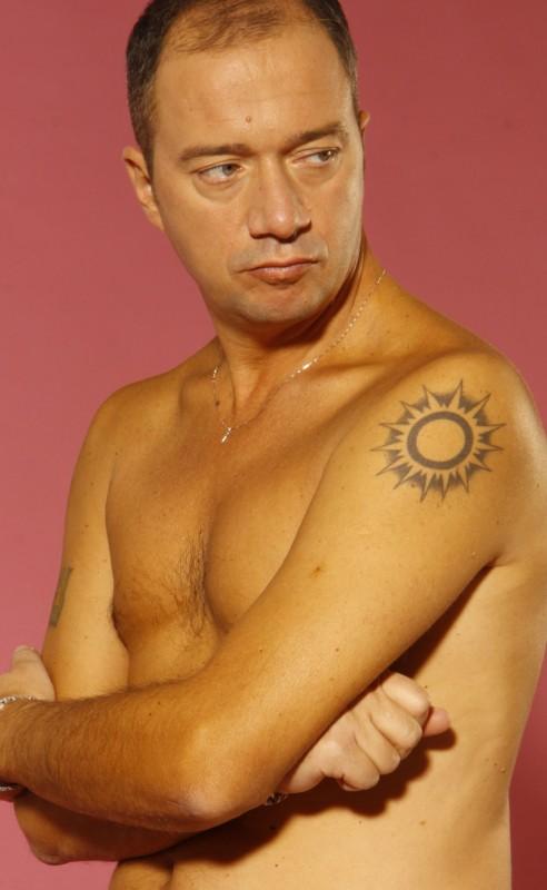 Arturo Gambardella a torso nudo