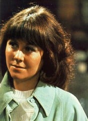 Elizabeth Sladen sul set di Doctor Who