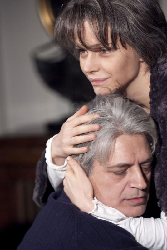 Francesca Neri e Fabrizio Bentivoglio, protagonisti del film Una sconfinata giovinezza