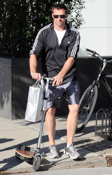 Hugh Jackman passeggia per New York