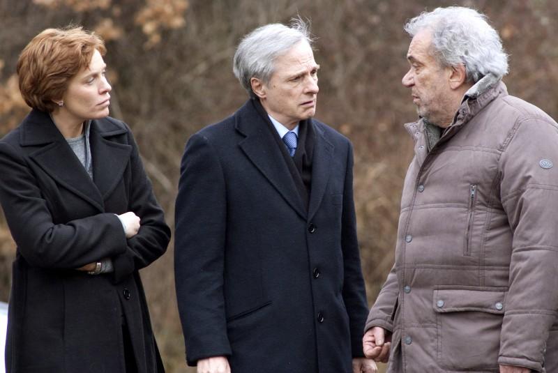 Manuela Morabito, Lino Capolicchio e Gianni Cavina in una scena del film Una sconfinata giovinezza