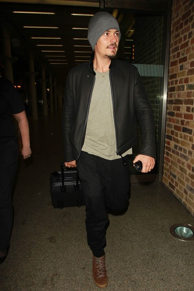 Orlando Bloom arriva all'aeroporto di Kings Cross
