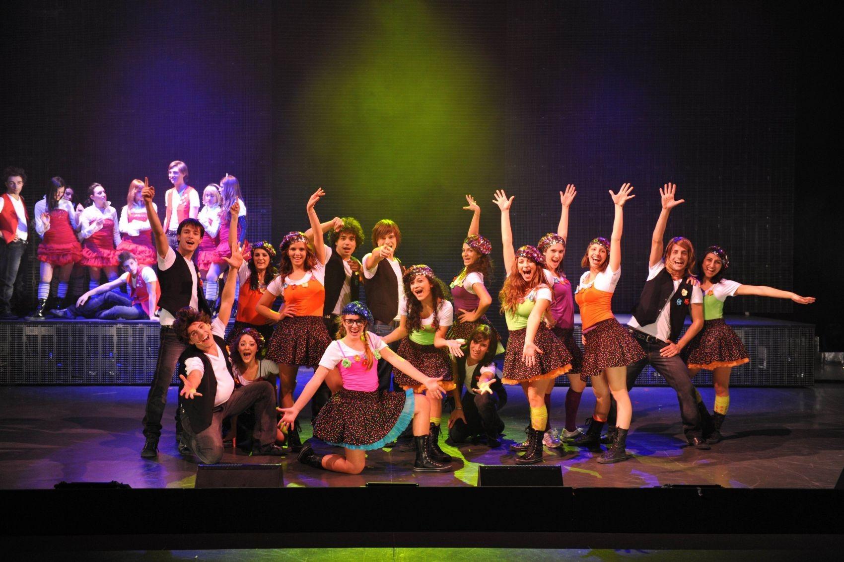 Wallpaper: Laura Esquivel (al centro) nel musical de Il mondo di Patty