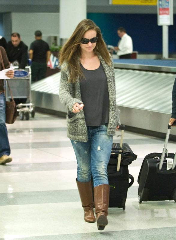 Olivia Wilde arriva all'aeroporto di Los Angeles