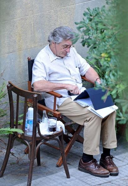 De Niro durante una pausa sul set di Manuale d'Amore 3