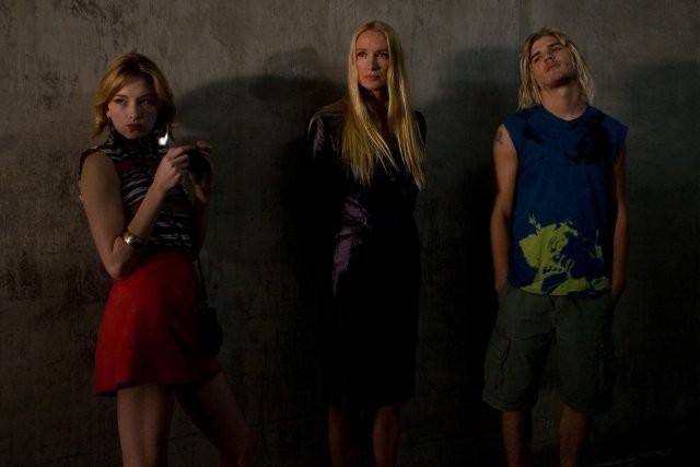 Haley Bennett, Kelly Lynch e Chris Zylka nel film Kaboom