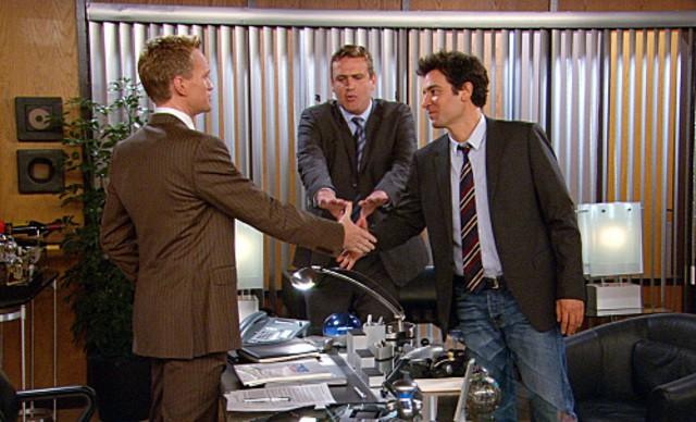 Josh Radnor, Neil Patrick Harris e Jason Segel in una scena dell'episodio Unfinished di How I Met Your Mother