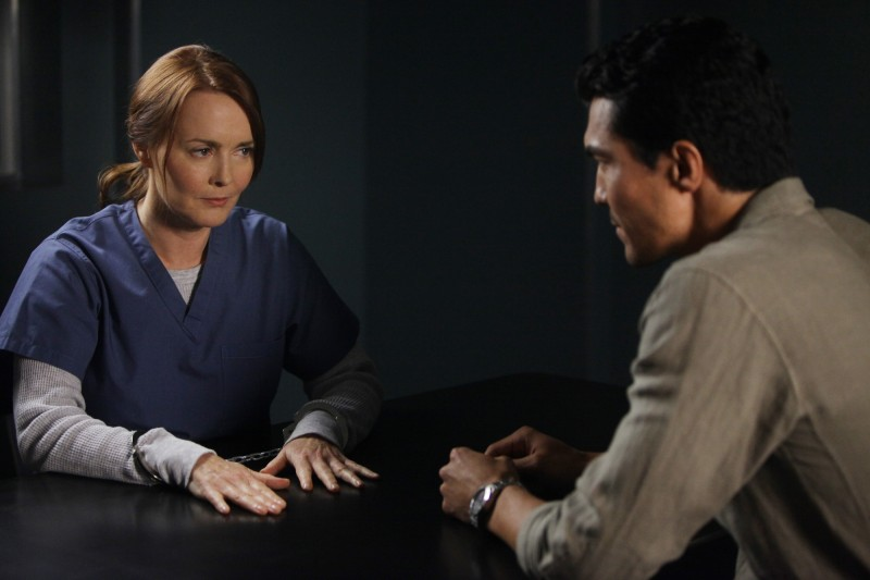 Laura Innes ed Ian Anthony Dale nell'episodio Protect Them From The Truth di The Event