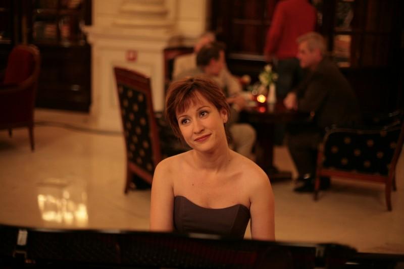 Medeea Marinescu in una scena del film Donnant, Donnant