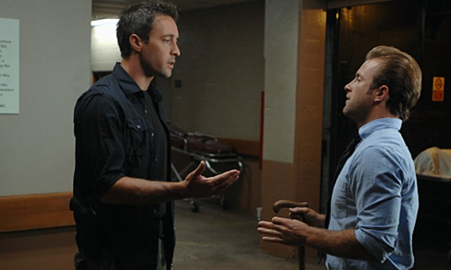 Alex O'Loughlin e Scott Caan nell'episodio Nalowale di Hawaii Five-0