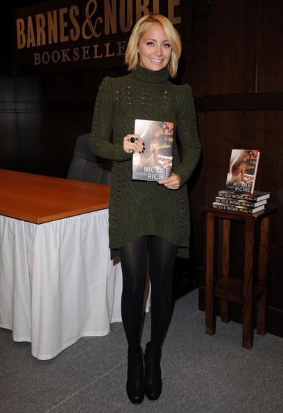 Nicole Richie pubblicizza il suo nuovo libro 'Priceless' a Los Angeles