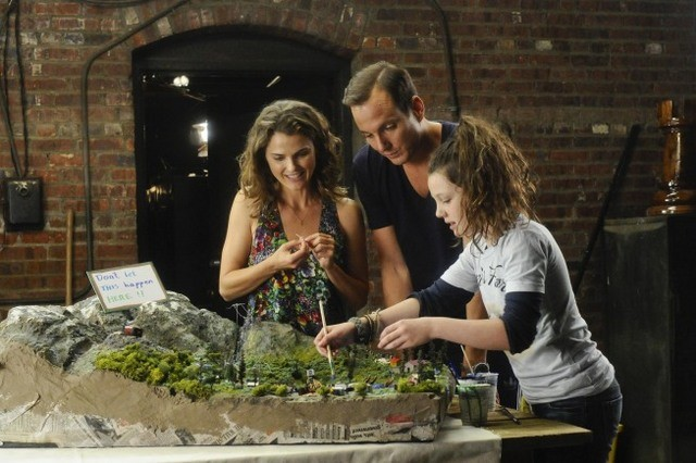 Will Arnett, Keri Russell e Stefania Owen in Oil & Water di Running Wilde