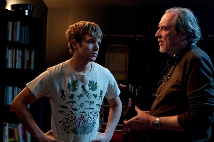Max Thieriot con il regista Wes Craven sul set dell'horror My Soul to Take