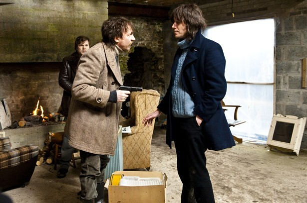 Rhys Ifans con David Thewlis in un'immagine del film Mr. Nice