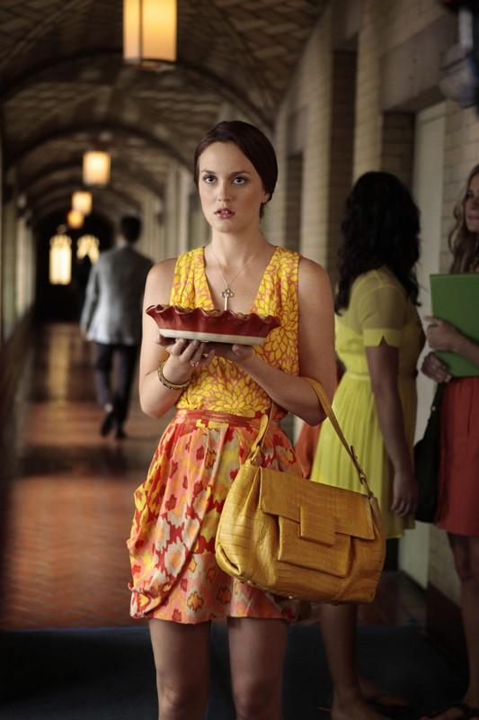 Blair (Leighton Meester) con torta in mano nell'episodio Goodbye Columbia di Gossip Girl