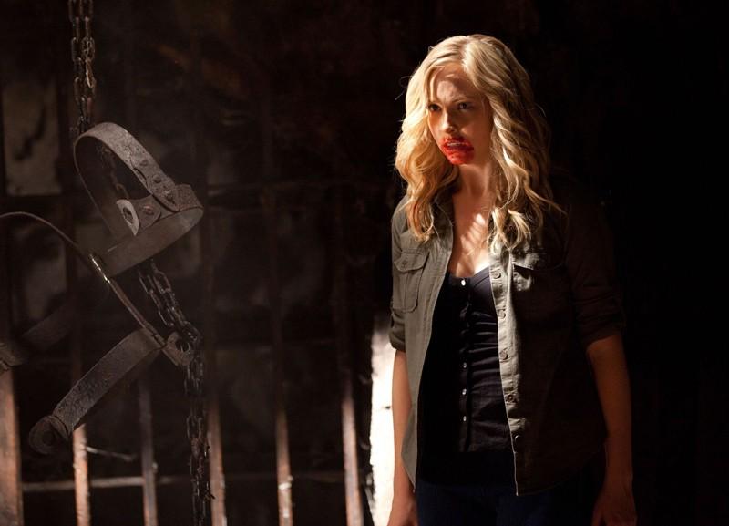 Candice Accola sporca di sangue nell'episodio Kill Or Be Killed di Vampire Diaries