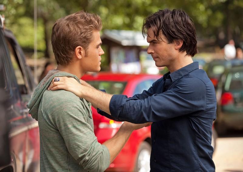 Damon (Ian Somerhalder) rassicura Stefan (Paul Wesley) in: Kill Or Be Killed di The Vampire Diaries