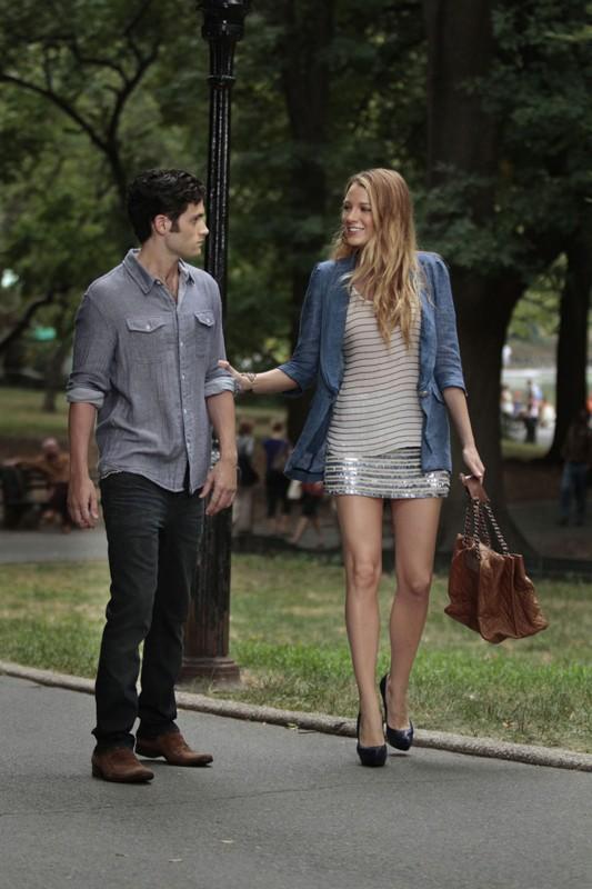 Dan (Penn Badgley) parla con Serena (Blake Lively) nell'episodio Touch of Eva di Gossip Girl