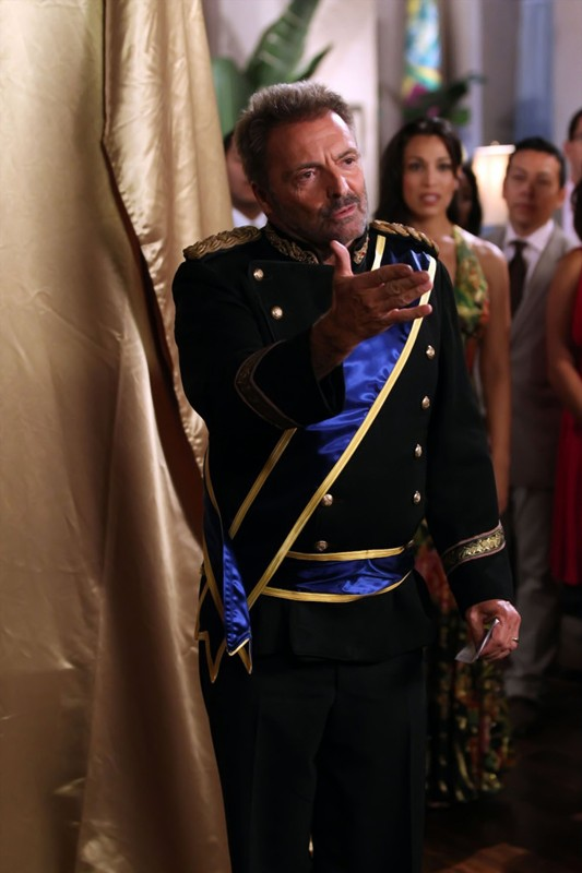 Il Generale Goya (Armand Assante) in una sequenza dell'episodio Chuck Versus the Coup D'Etat