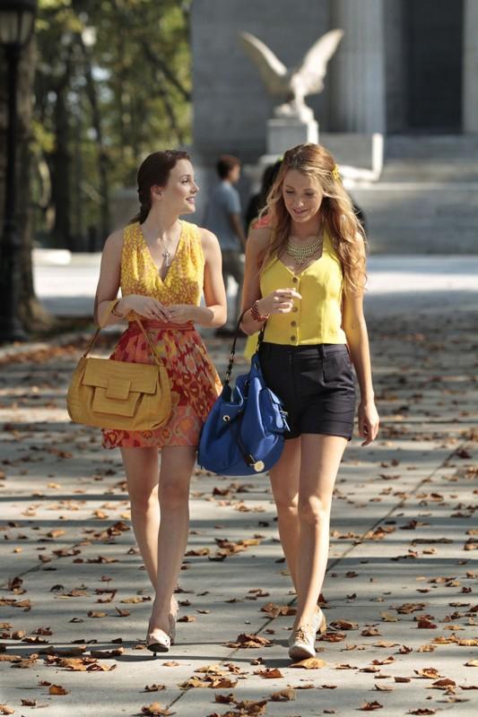 Leighton Meester e Blake Lively passeggiano assieme nell'episodio Goodbye Columbia di Gossip Girl