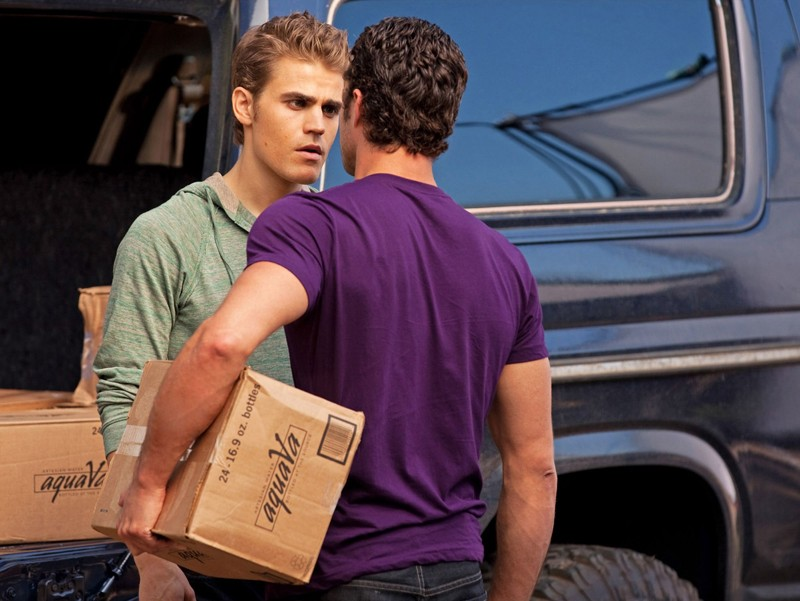 Paul Wesley affronta Taylor Kinney nell'episodio Kill Or Be Killed di Vampire Diaries