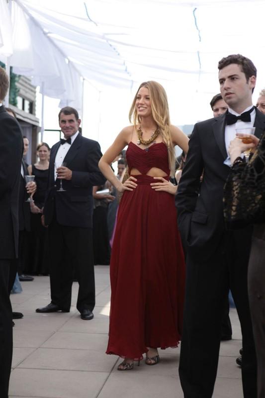 Serena (Blake Lively) molto elegante nell'episodio Touch of Eva di Gossip Girl
