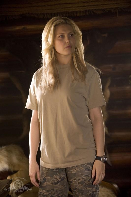 TJ (Alaina Kalanj) in un momento dell'episodio Intervention di Stargate Universe