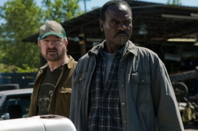 Jim Beaver e Steven Williams nell'episodio Weekend at Bobby's di Supernatural